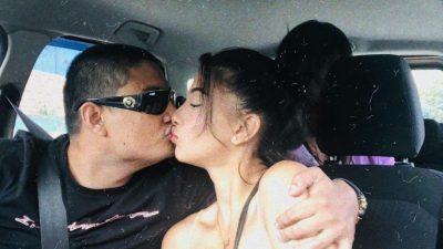 साम्राज्ञीको अर्को तस्बिर , प्रेमीसँग गाडीमै 'किस'