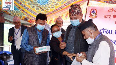 टोखालाई प्राप्त तिब्बतको स्वास्थ्य सामाग्रीहरु स्थानिय विद्यालयहरुलाई  हस्तान्तरण