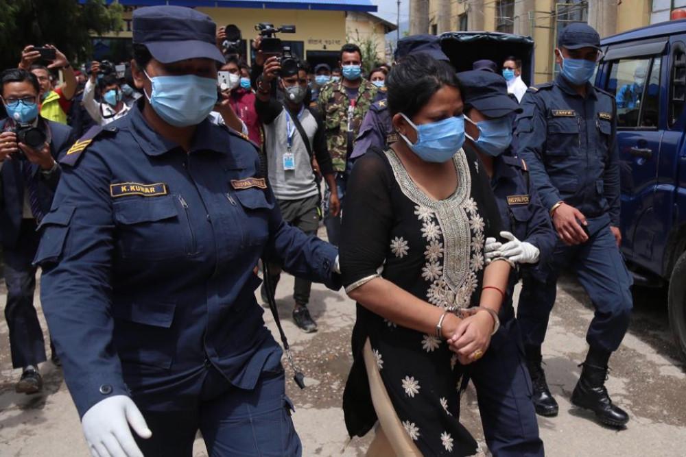 गोंगबु हत्याकाण्ड : अभियुक्त  महिला कलाकार   सार्वजनिक