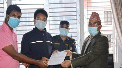 काठमाडौँका प्रमुख जिल्ला अधिकारीलाई अनेरास्ववियू काठमाडौँको  ज्ञापनपत्र