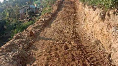 शेर बहादुर देउवाको गृह जिल्लामा बाख्रा बेचेर बनाए जनताले सडक