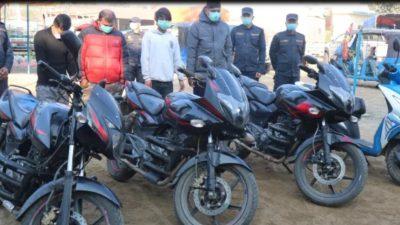 मोटरसाइकल चोरहरुको जालो तोड्दै एसपी गुरुङ, ४ जना पक्राउ