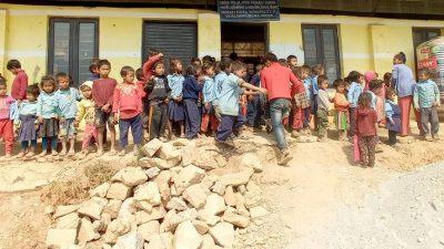 रोटरी क्लब अफ काठमाडौं नर्थद्धार चेपाङ बालबालीकाहरुलाई सहयोग
